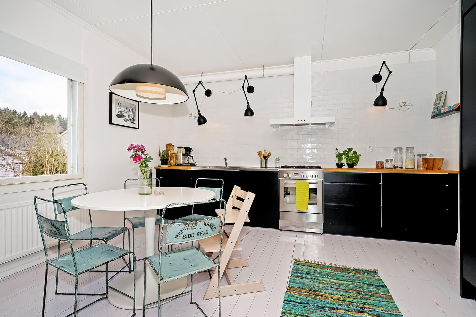 Skandinaavinen musta keittiö