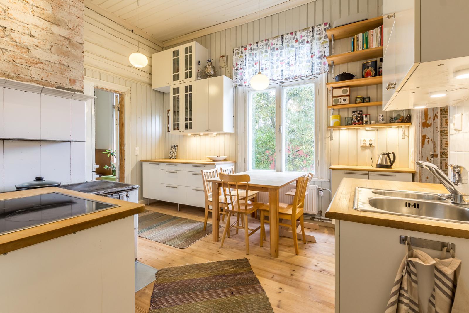 Puutalon kodikas keittiö  Etuovi com Ideat & vinkit