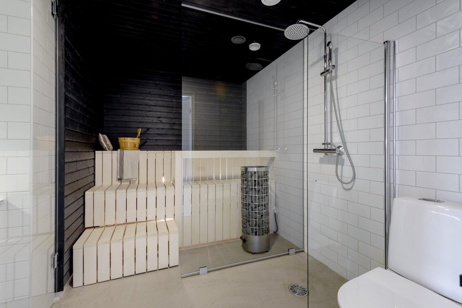 Mustavalkoinen sauna lasiseinällä  Etuovi com Ideat & vinkit