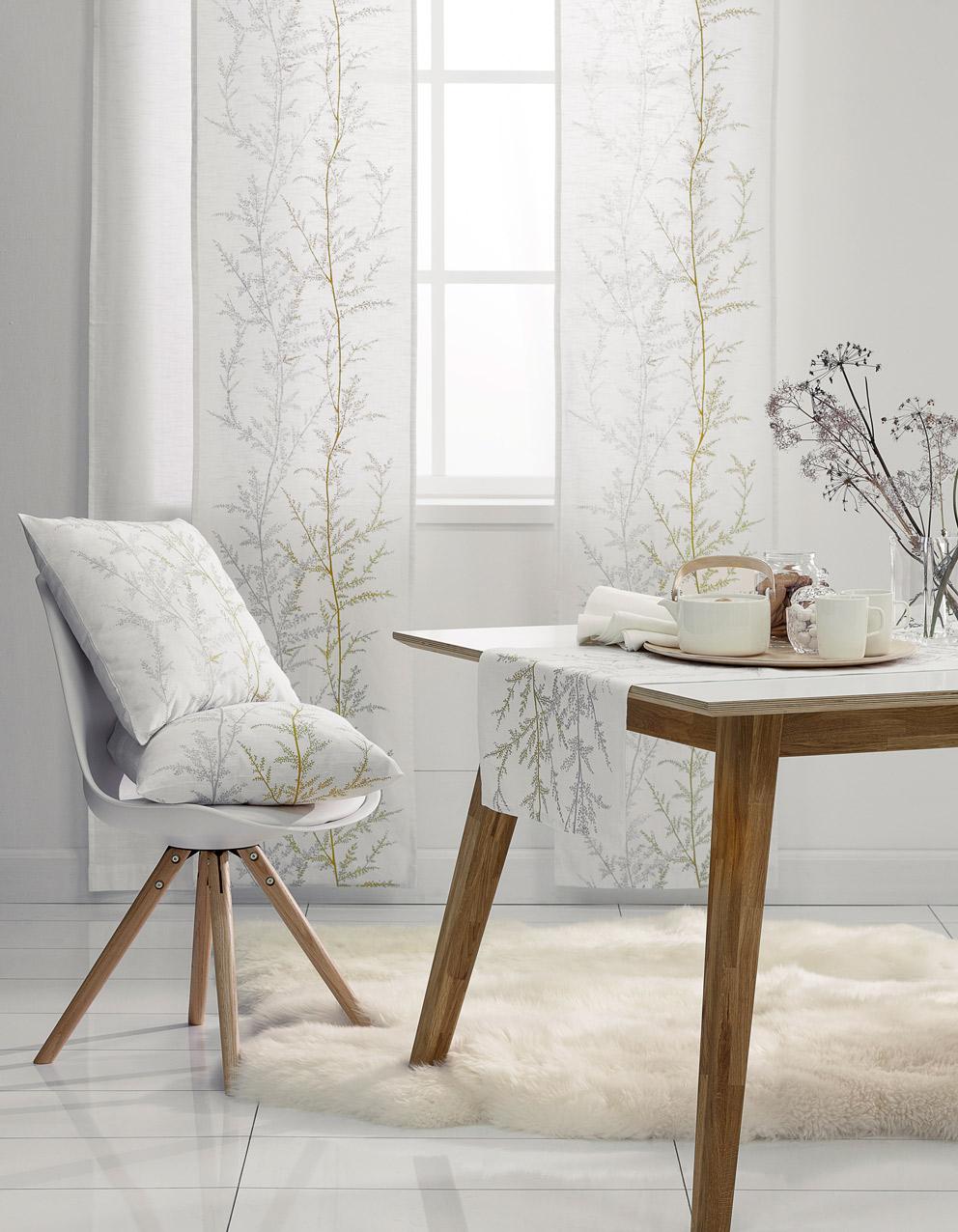 Hobby Hall Koodi Heinä –tekstiilit, valkoinen lampaantaljamatto ja Oslo-ruokapöytä