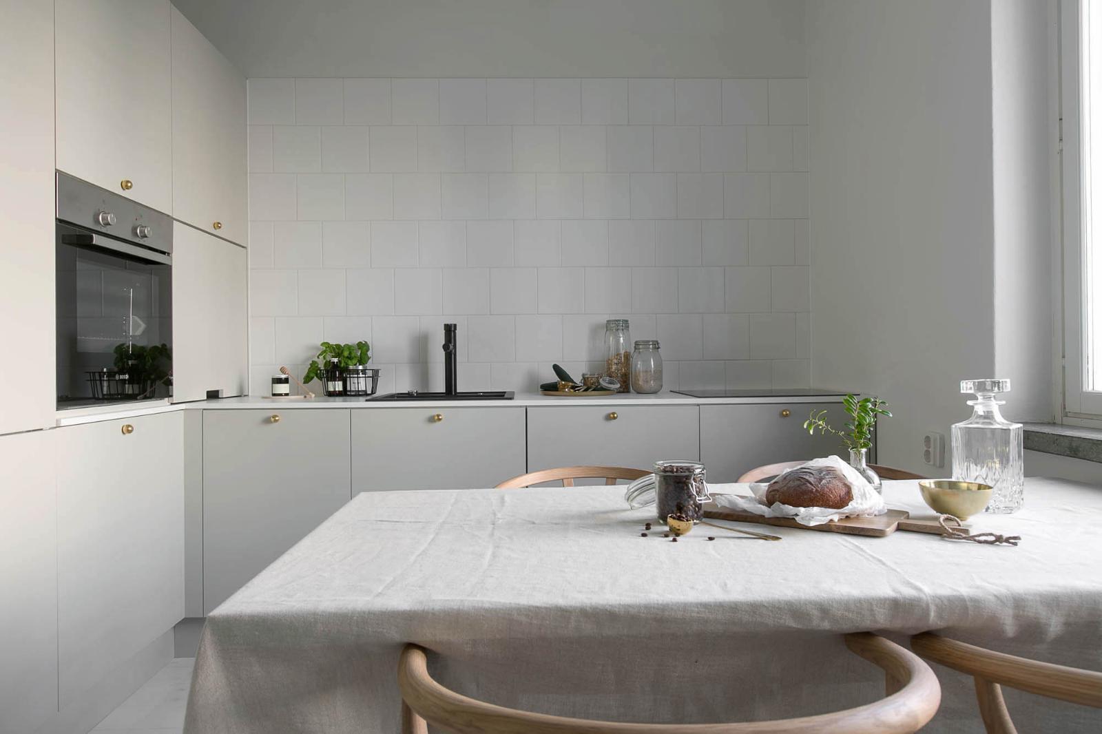 Hurmaavan harmaa keittiö  Etuovi com Ideat & vinkit