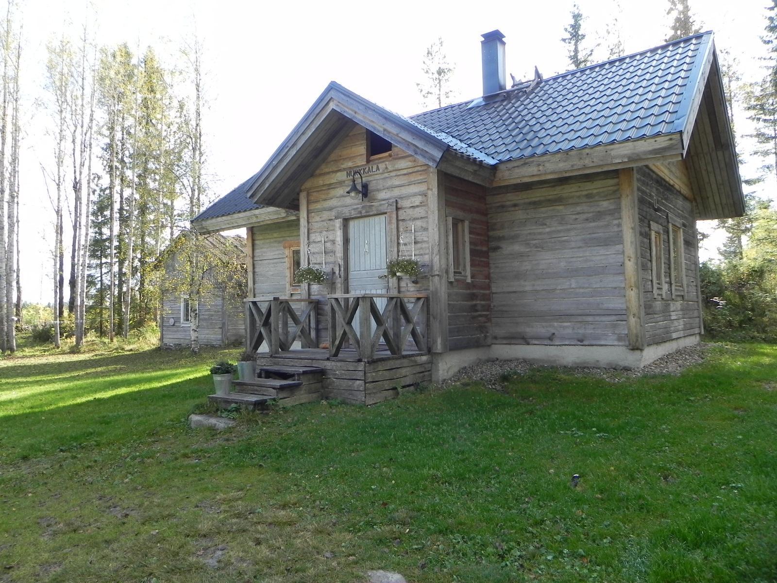 vanha hirsimökki Kajaanin ja Vuokatin läheisyydessä