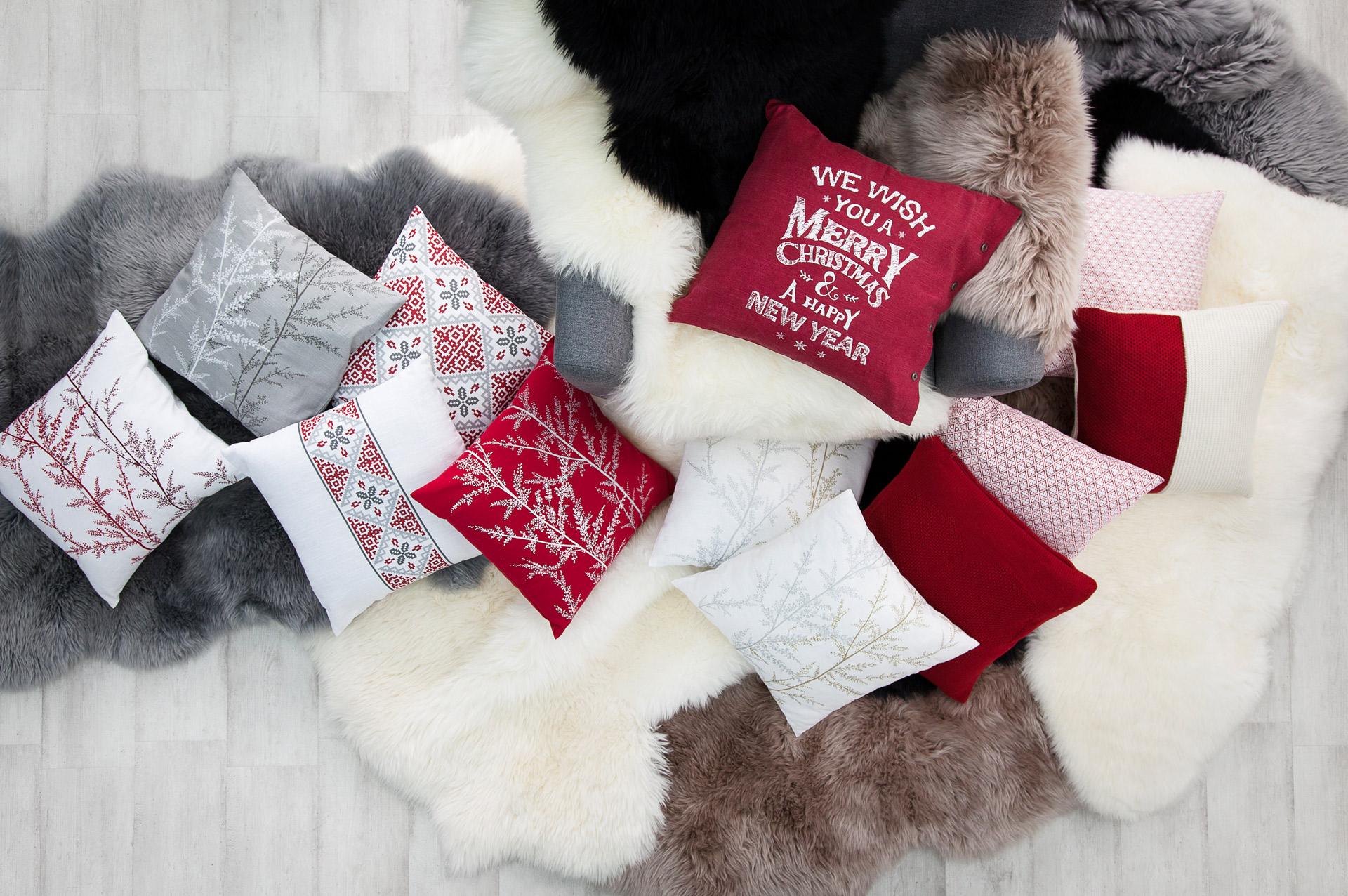 Joulutunnelmaa tyynyillä ja taljoilla