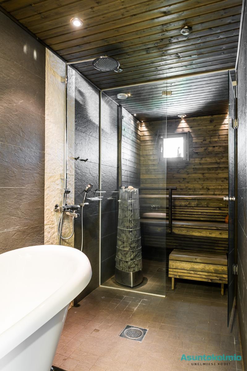 Tumma sauna lasiseinällä  Etuovi com Ideat & vinkit