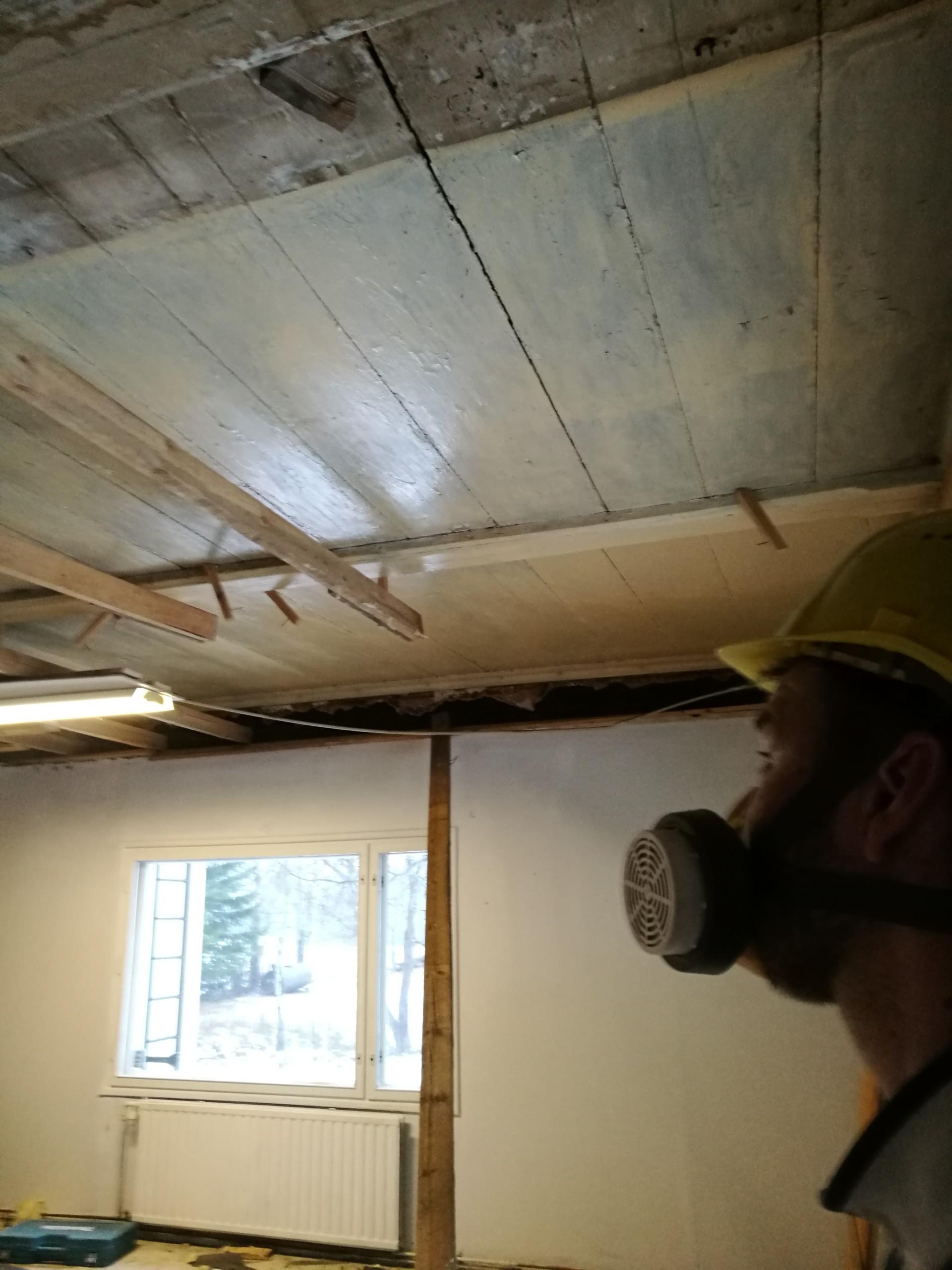 maatilan remontti - upea lankkusisäkatto paljastuu