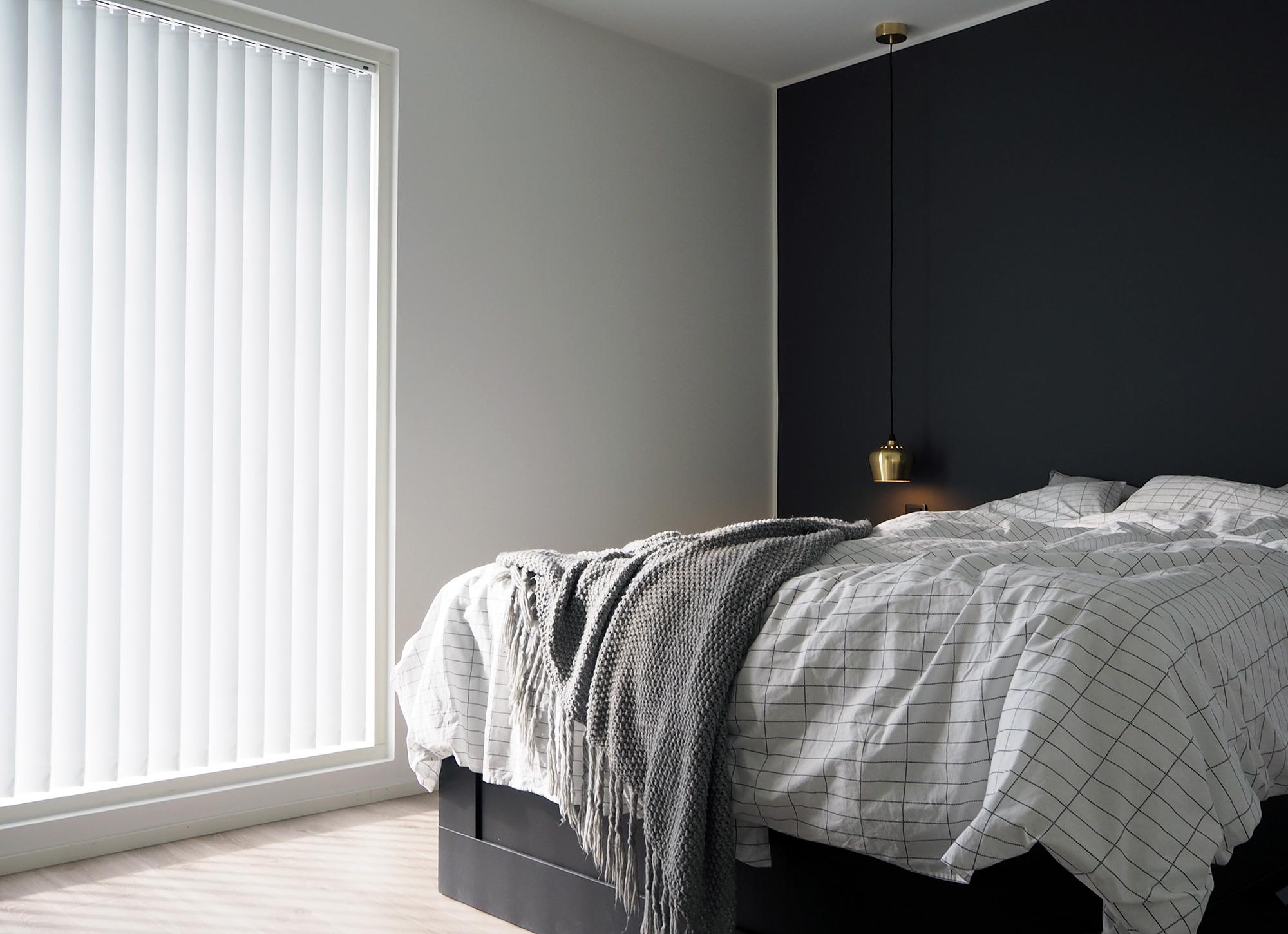 Makuuhuone jälkeen - pimentävät Luxaflex lamelliverhot