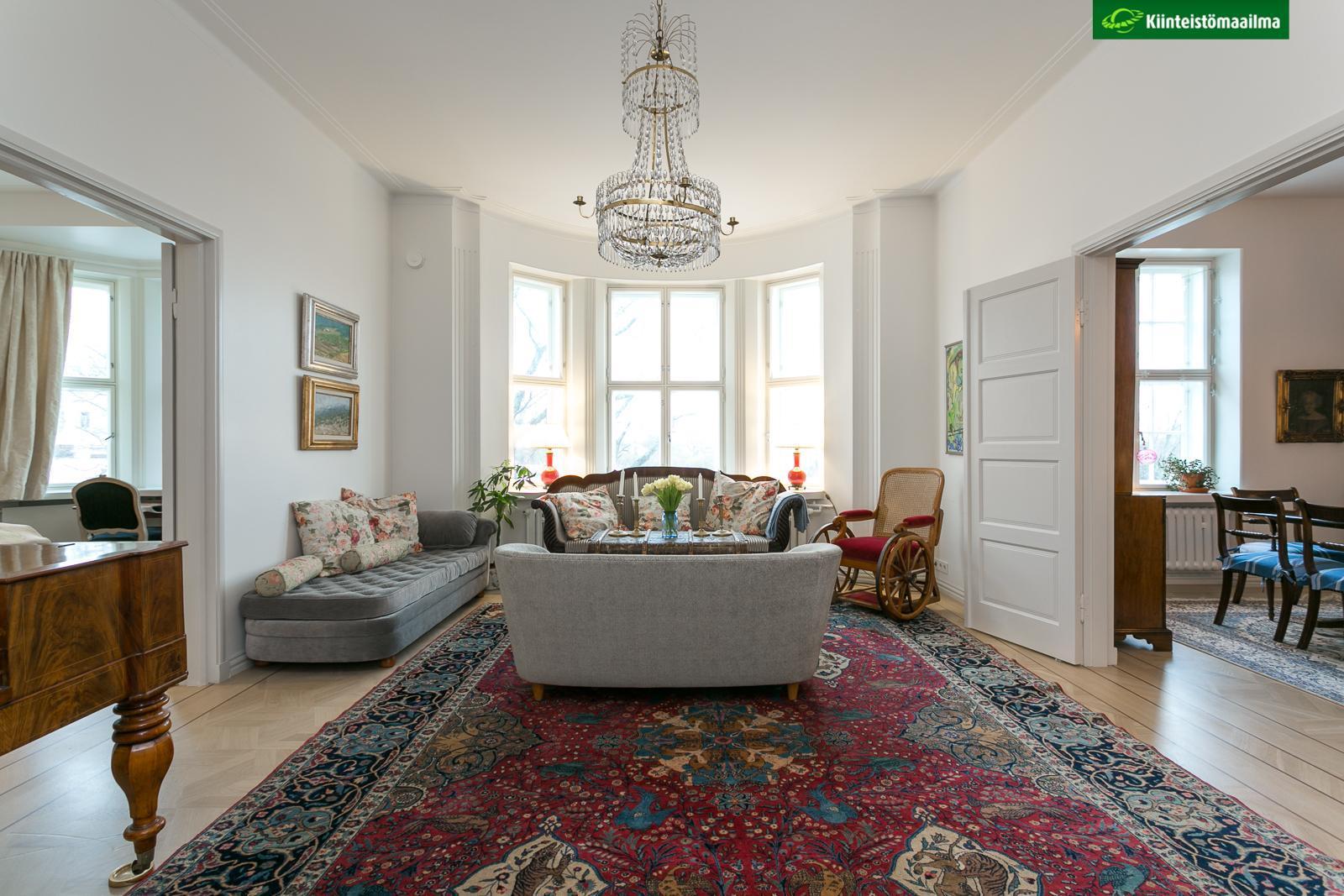 Erkkeri ikkunat ja itämainen matto olohuoneessa  Etuovi com Ideat & vinkit