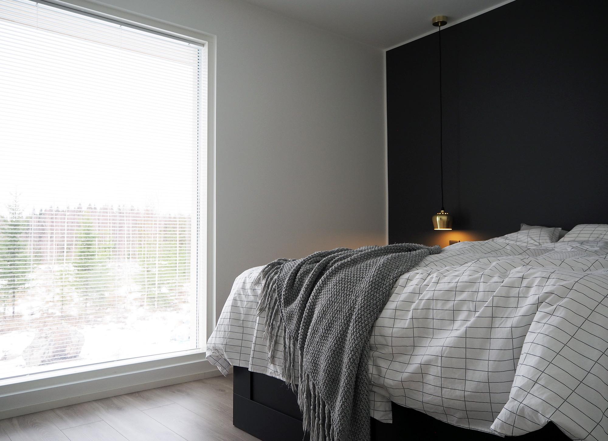 Makuuhuone ennen - sälekaihtimet