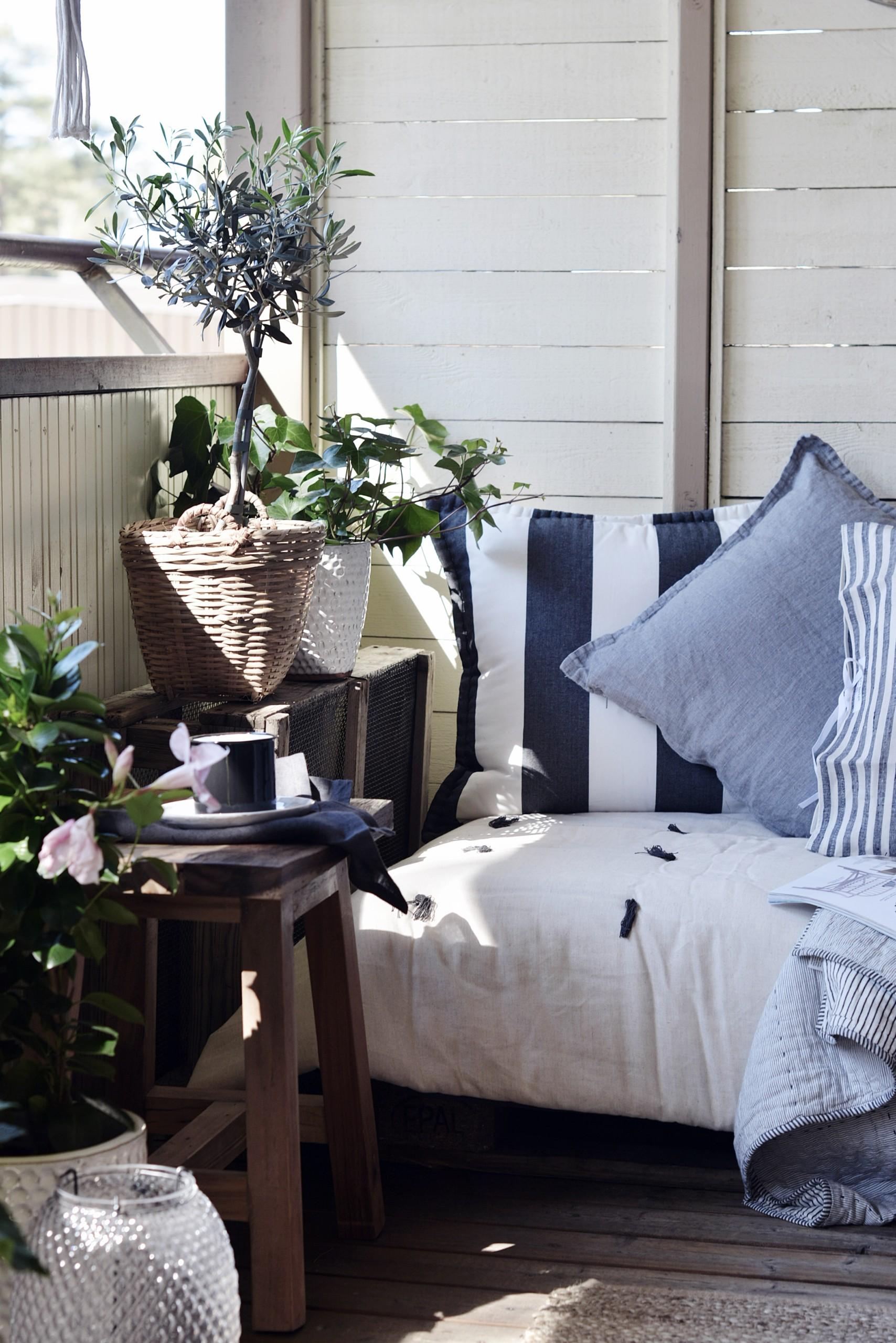 kesähuone tehdään tekstiileillä ja viherkasveilla