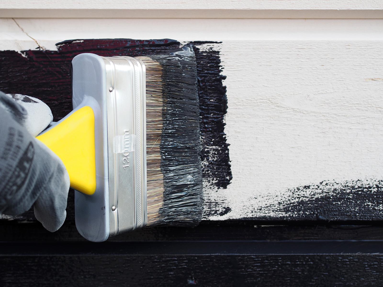 Teknos Visa Peittosuoja T7063 musta - talon maalaus leveällä sudilla