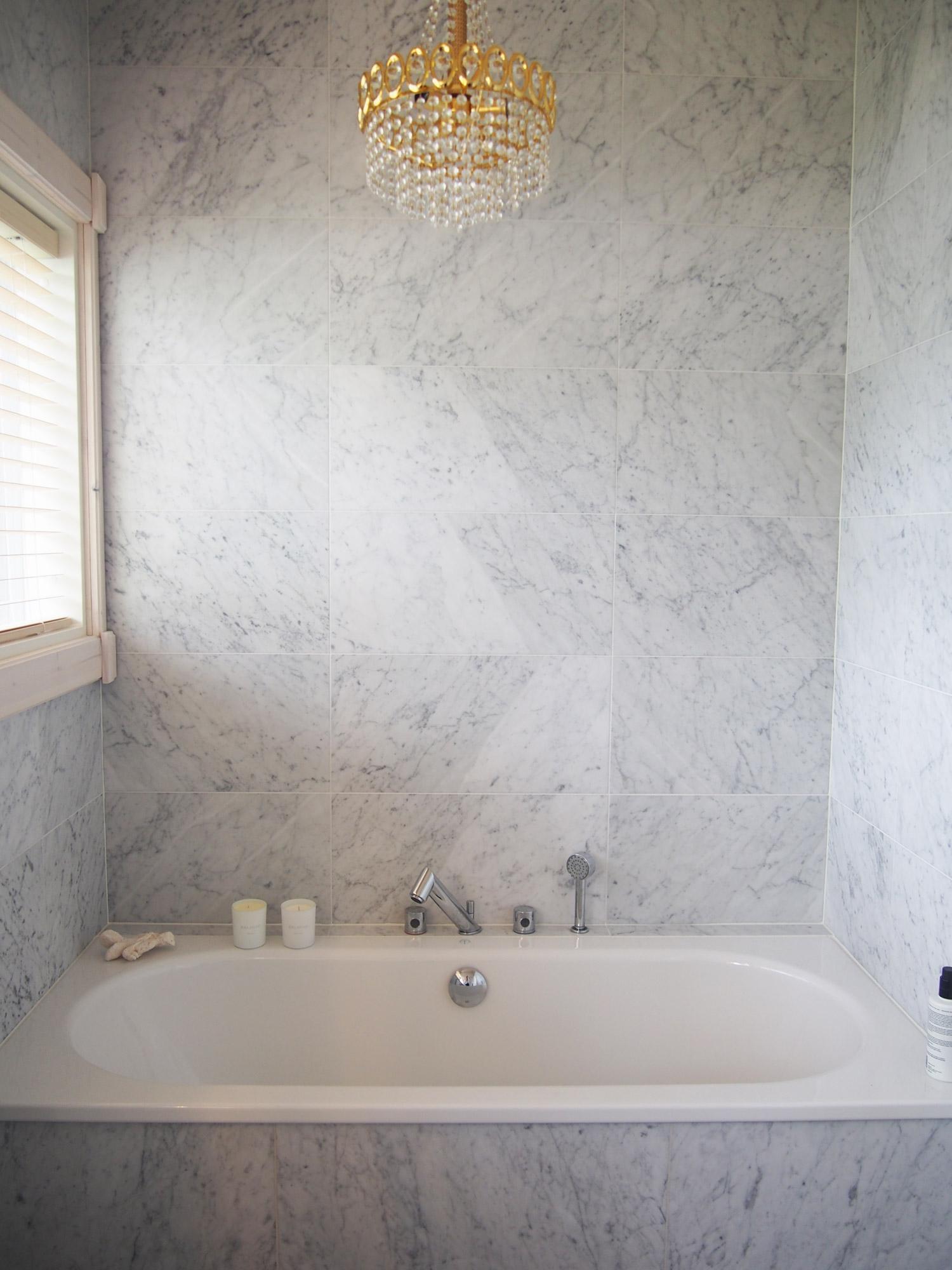 marmorilaatat kylpyhuoneessa kotikylpylät