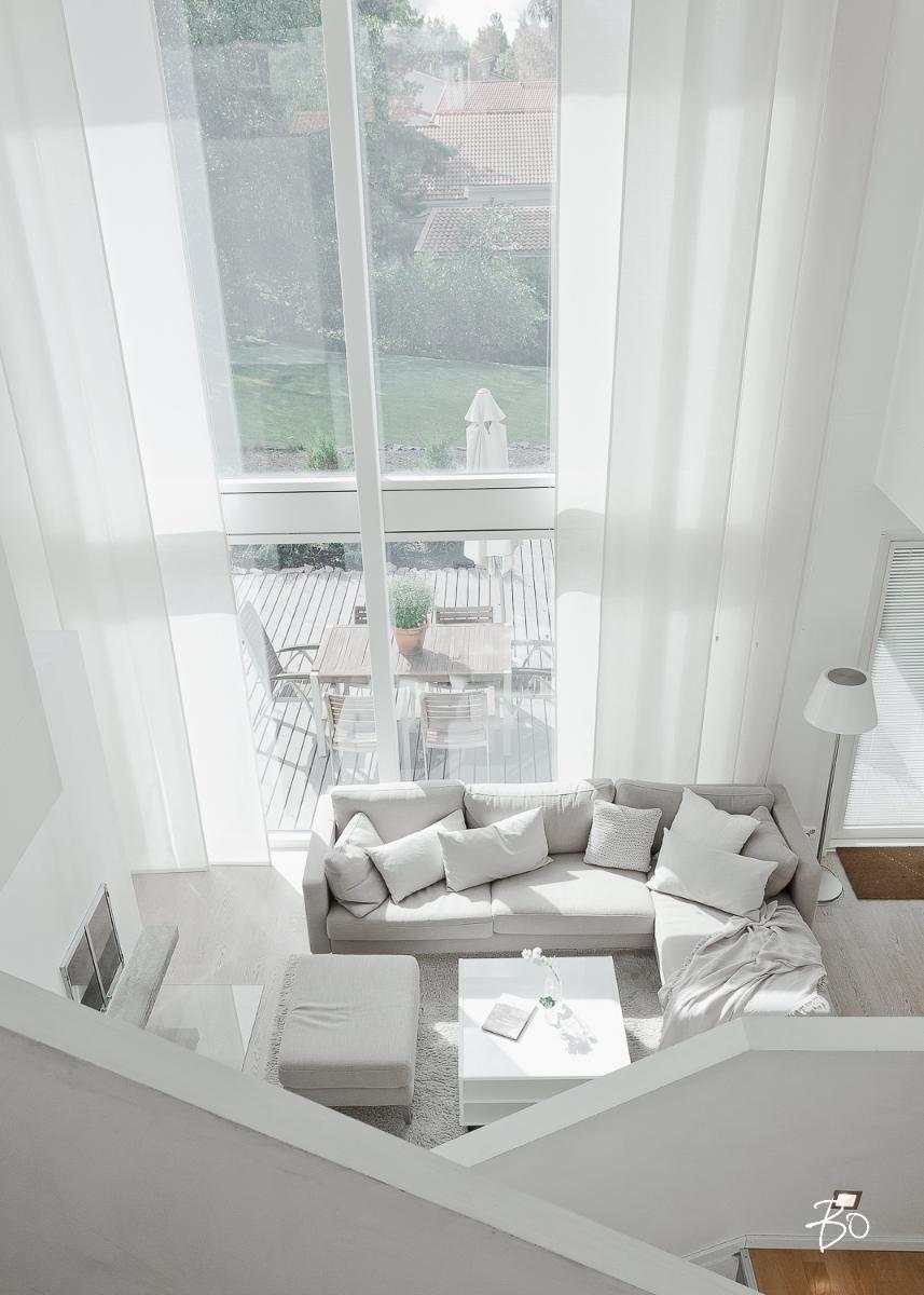 valkoinen sisustus olohuoneessa
