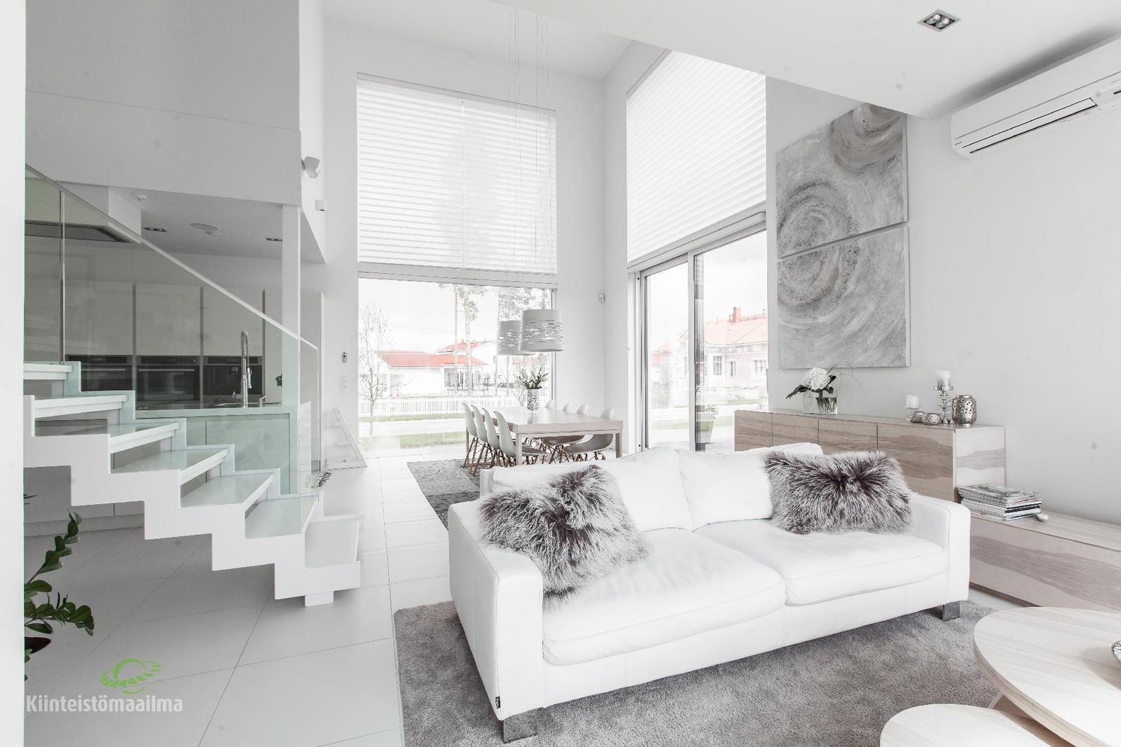valkoinen moderni sisustus olohuoneessa