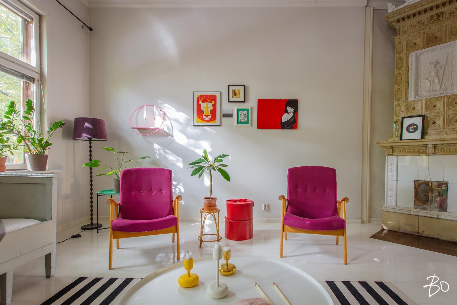 värikäs sisustus olohuoneessa