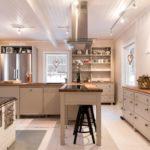 Ihana maalaiskeittiö – leivinuunin lämpöä ja rustiikkista tunnelmaa