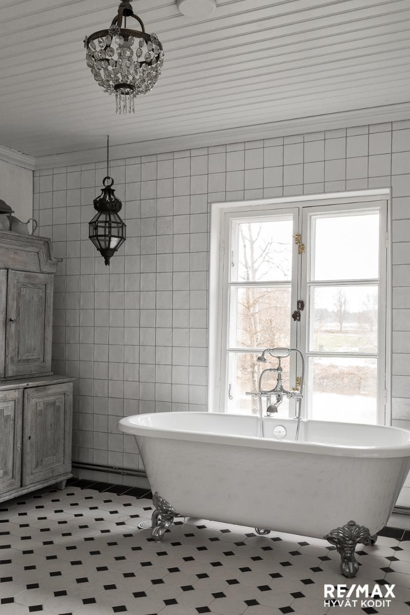 maalaisromanttinen kylpyamme