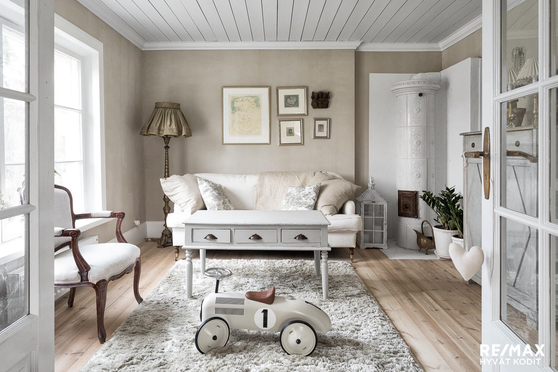 maalaisromanttinen sisustus olohuoneessa kaunis koti