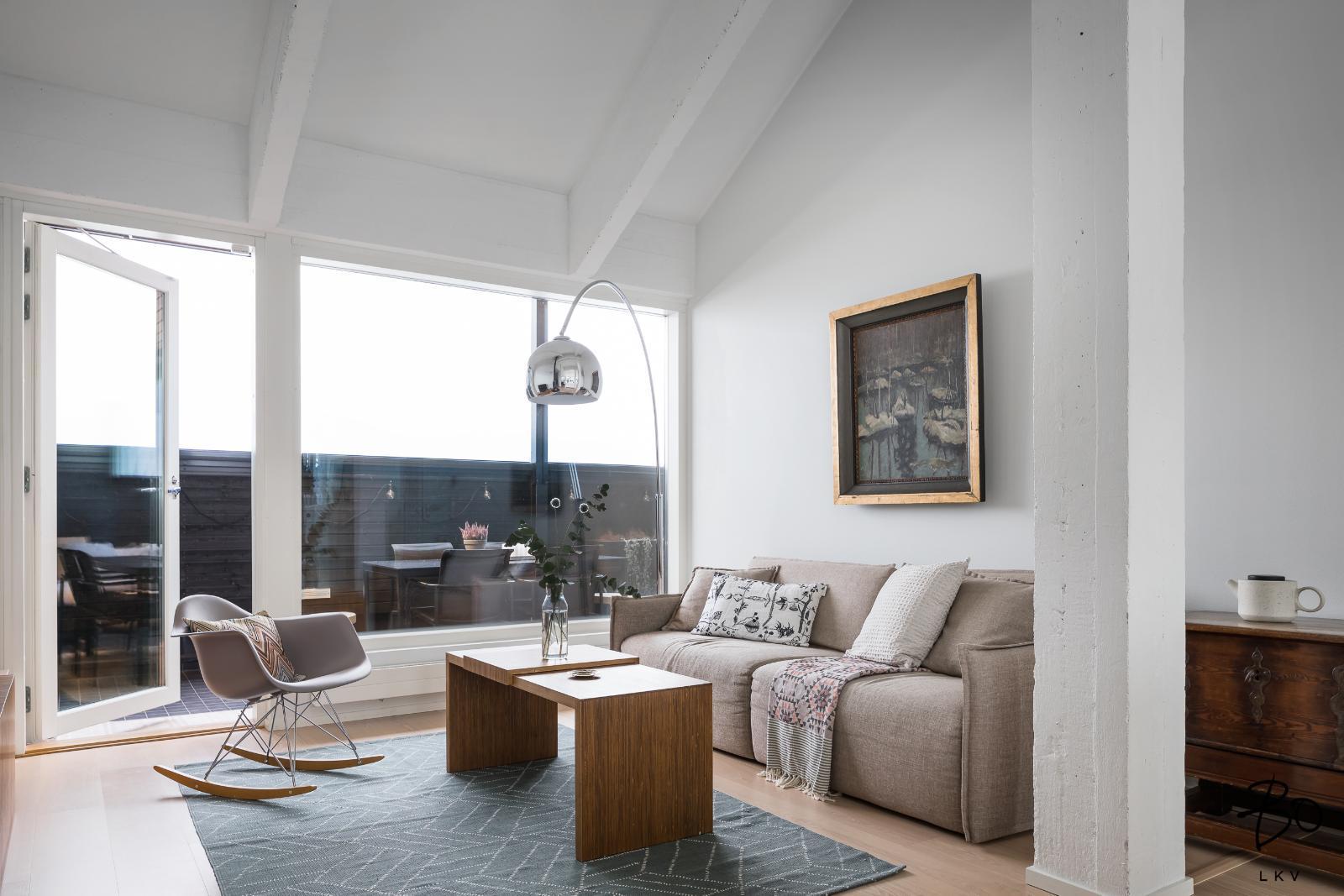 kaunis koti ullakkoasunnon moderni olohuone