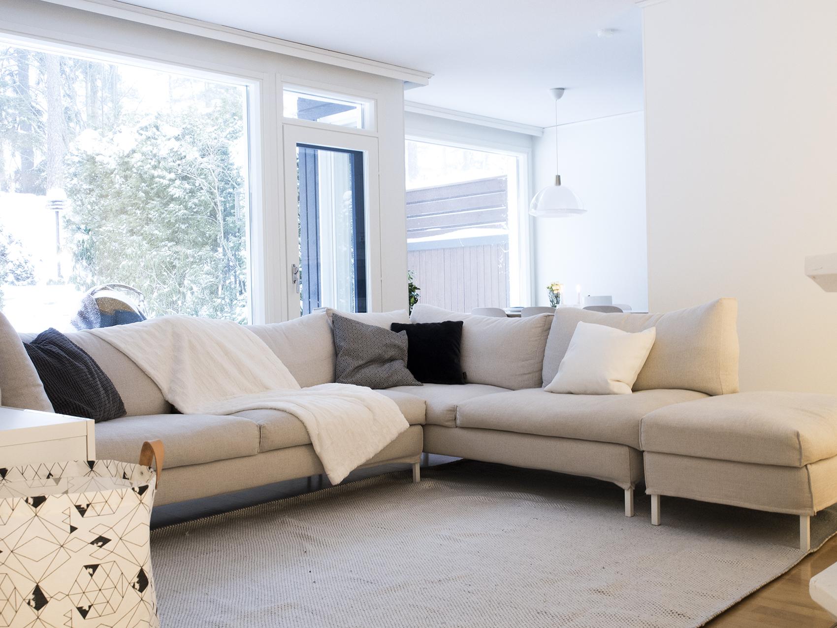 Uusi koti uudella paikkakunnalla - reilunkokoiseeen sohvaan mahtuu koko perhe