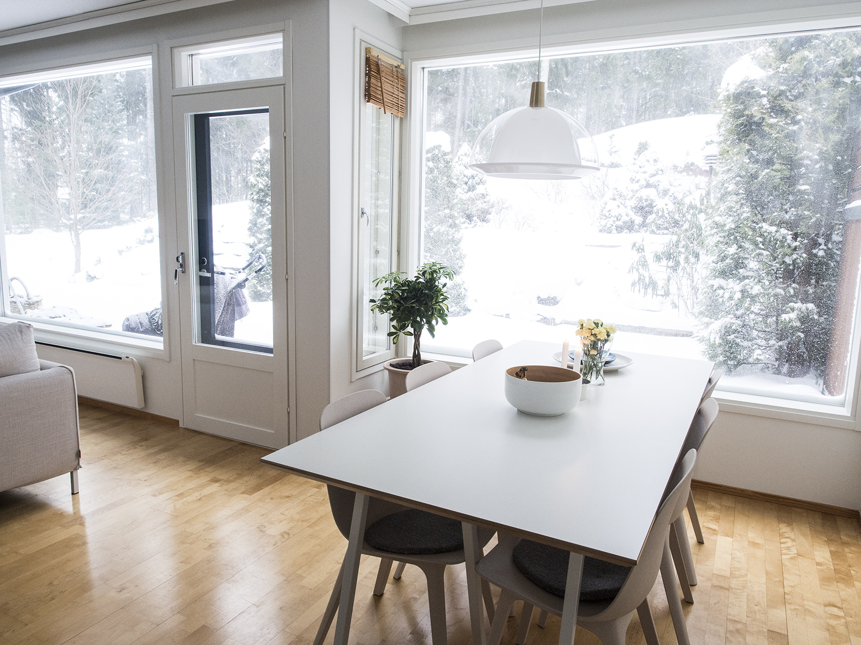 Uusi koti uudella paikkakunnalla - valoisa ruokailutila