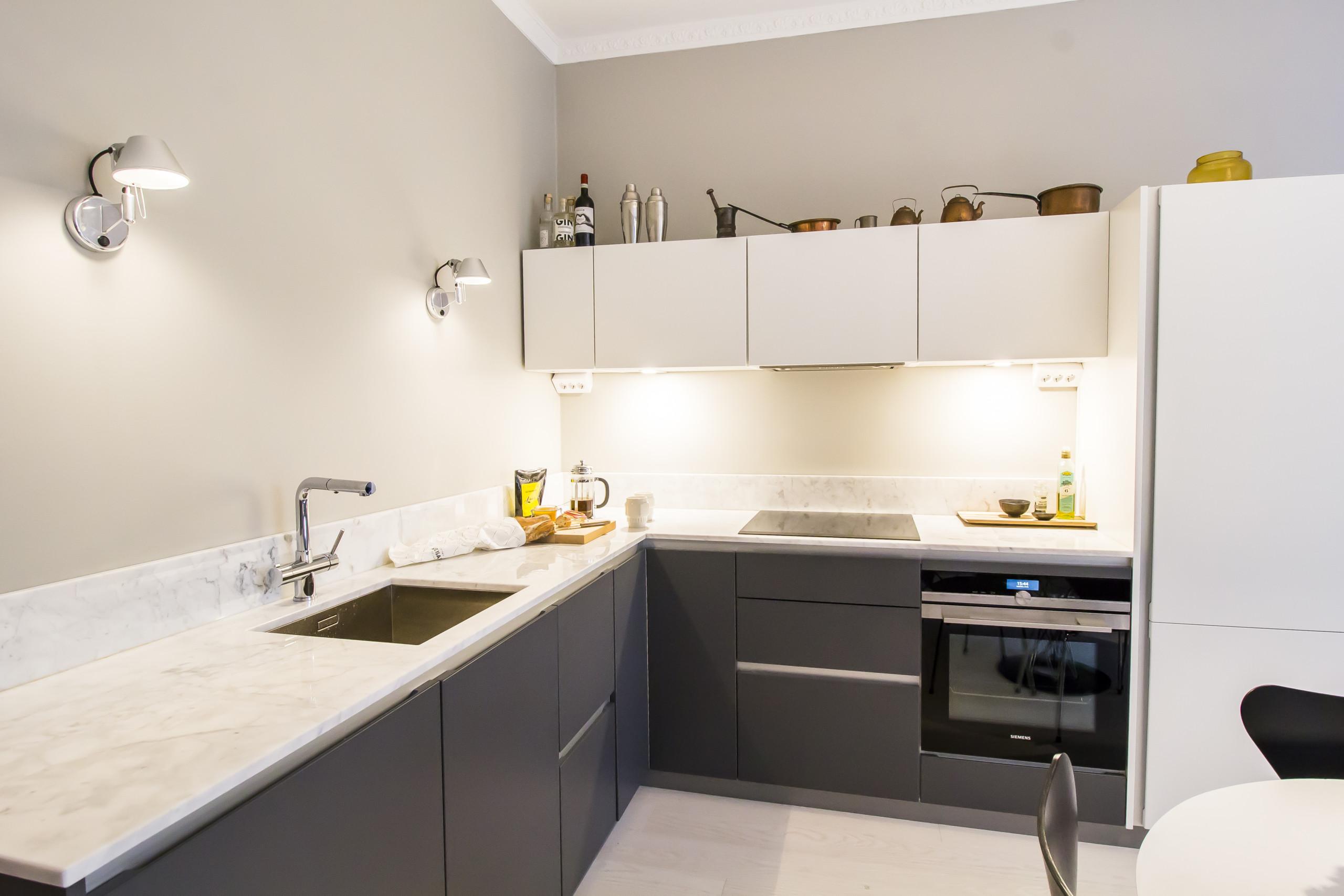 kaksion remontti, moderni uusi keittiö