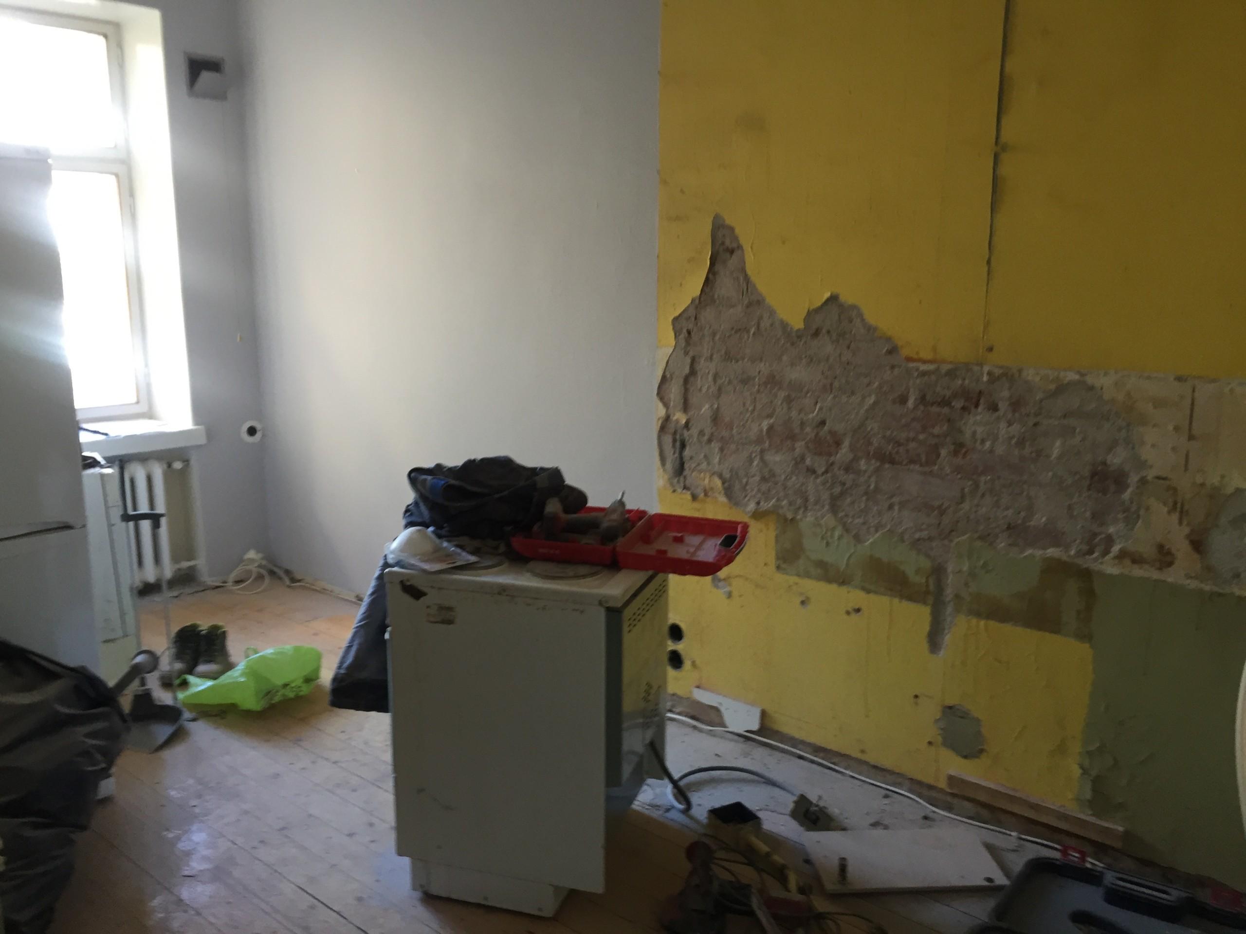 kaksion remontti, vanhan keittiön purku