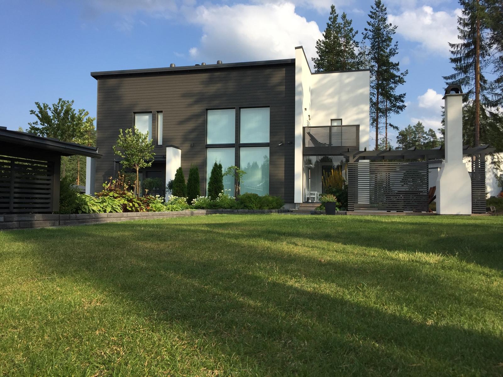 musta talo