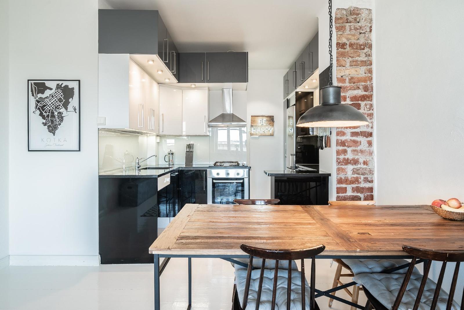 mustavalkoinen pieni keittiö