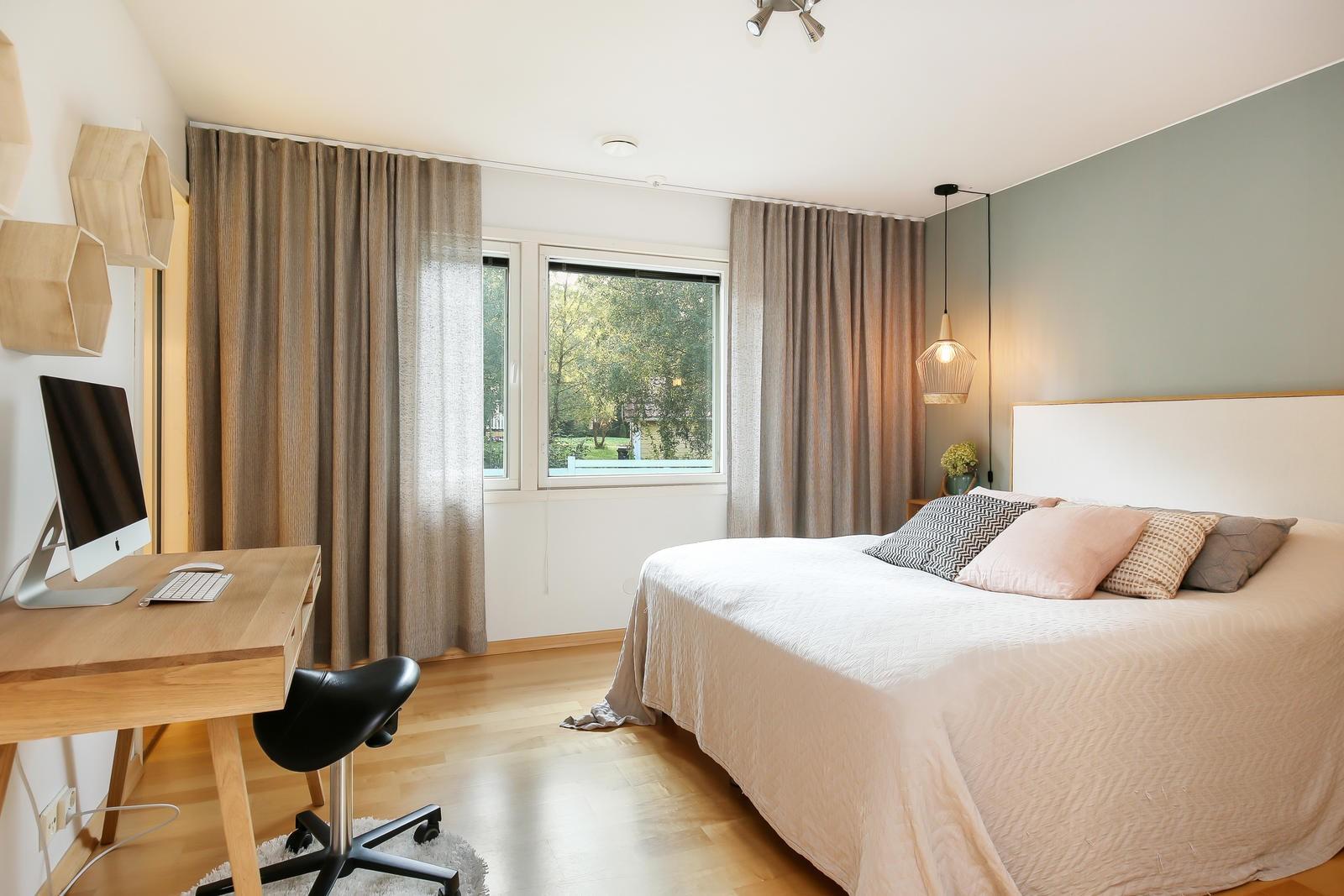 Omakotitalo Uudellamaalla makuuhuone
