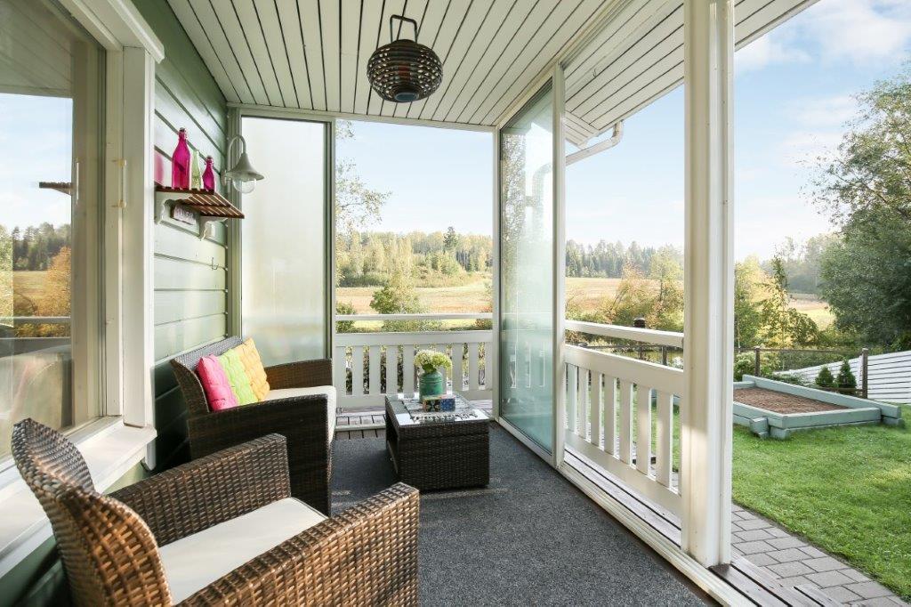 Omakotitalo Uudellamaalla veranta